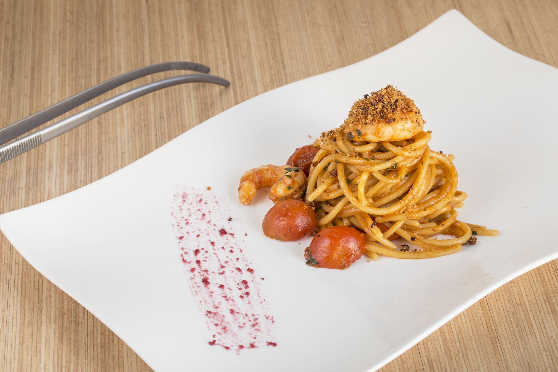Spaghetti pomodori ciliegia e gamberi - Ristorante di pesce fresco, piatti della tradizione con un tocco di innovazione dell0 Chef Rocco Di Marzo